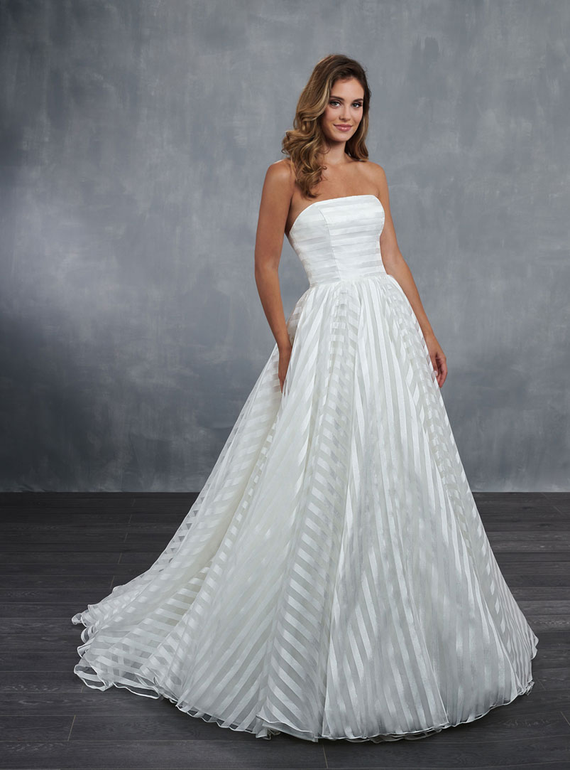 ball gown wedding dress with fully circular skirt