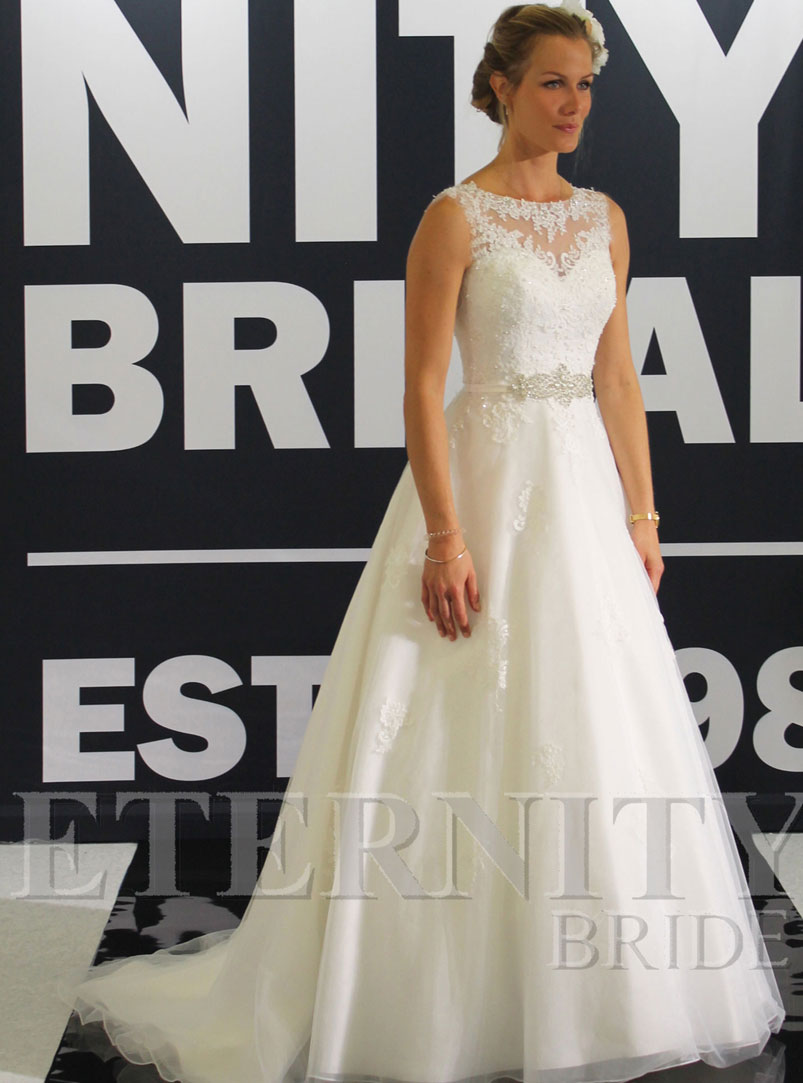 ball gown wedding dress with lace appliques