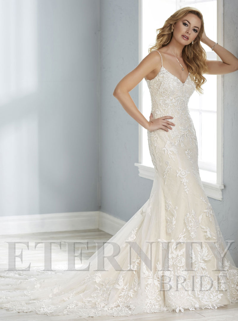 white lace mermaid wedding dress
